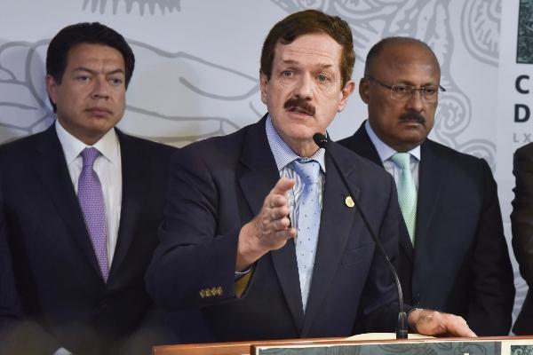 """""""No somos adversarios, somos mexicanos y quereos construir un mejor país"""" dijo Juan Carlos Romero Hicks FOTO: MARIO JASSO /CUARTOSCURO.COM"""