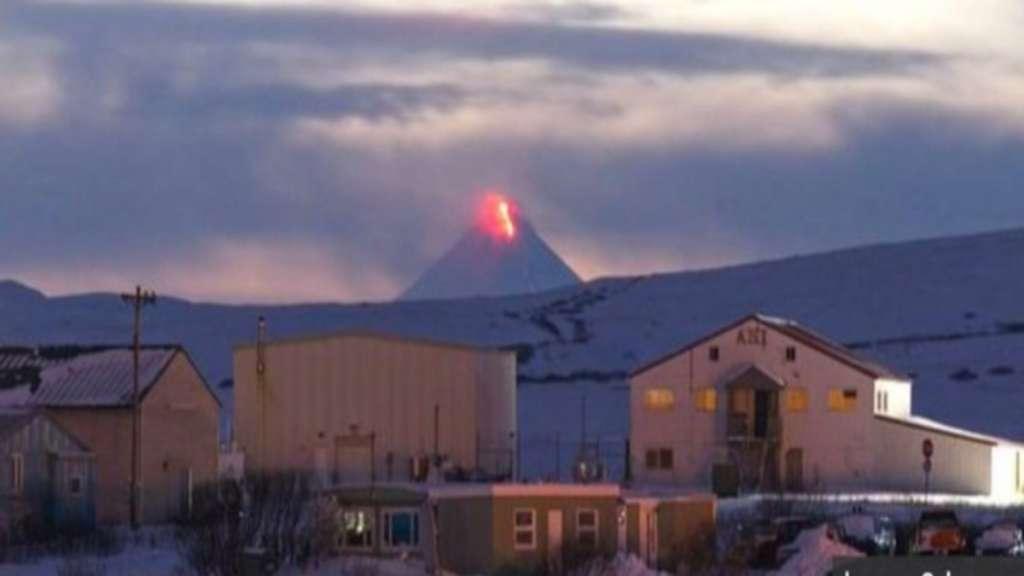 Erupción del volcán Shishaldin, Alaska. Foto: Especial