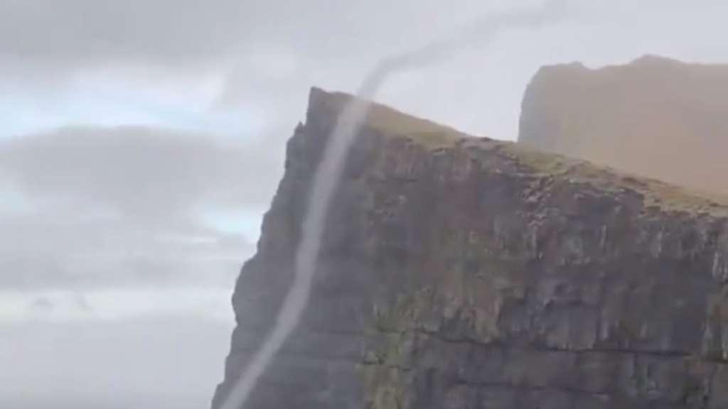 cascada-inversa-video-viral-fenomeno-natural