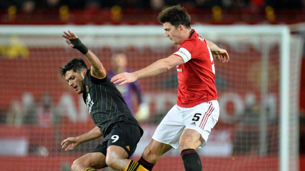 LE SALE MUY CARO. Ayer, el atacante del Manchester United, Marcus Rashford entró de relevo para el complemento (64'), pero luego de algunos intentos tuvo que dejar el campo (76'). Foro: EFE