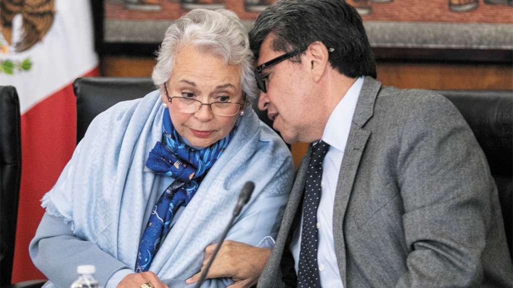 CERCANOS. Olga Sánchez Cordero y Ricardo Monreal, ayer, en la reunión en el Senado. FOTO: CUARTOSCURO