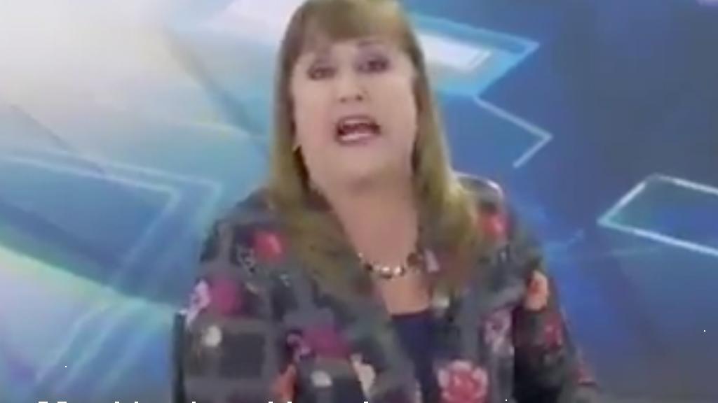 lady_manos_prietas_conductora_tv_racismo