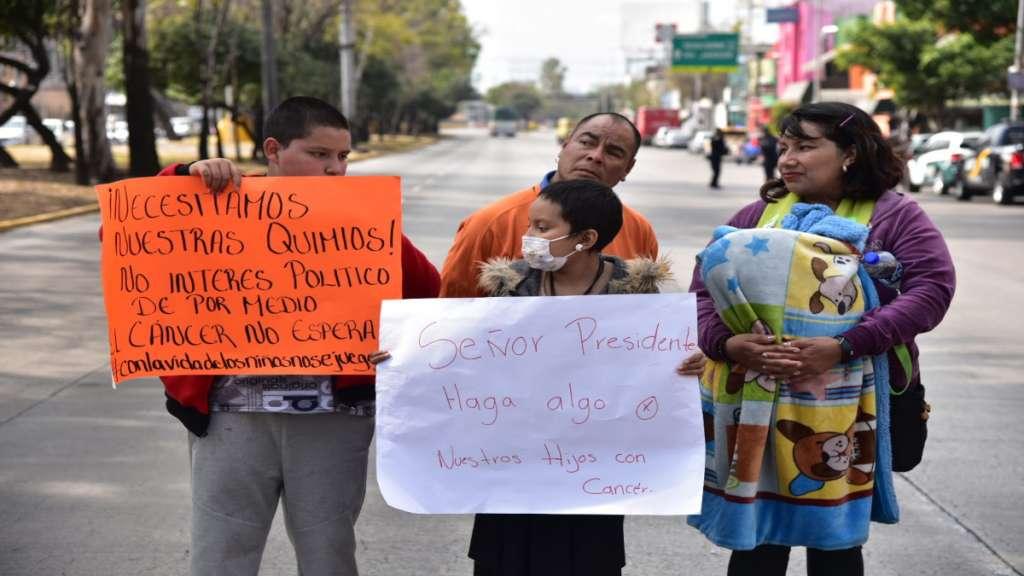 CIERRE DE LA AVENIDA. La protesta fue llevada a cabo a la altura del Hospital La Raza. Foto: Daniel Ojeda
