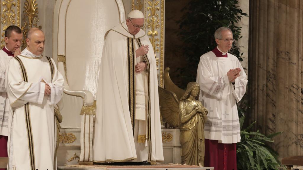 papa francisco vaticano roma italia oracion basilica san pedro