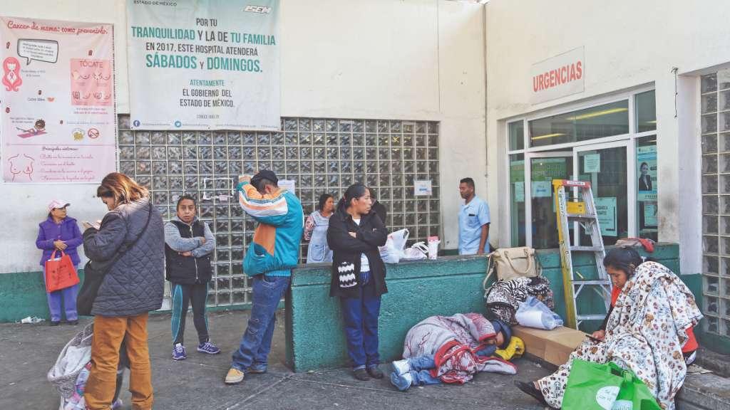 SERVICIO. Las molestias para pacientes y familiares cada vez son mayores. Foto: Nayeli Cruz