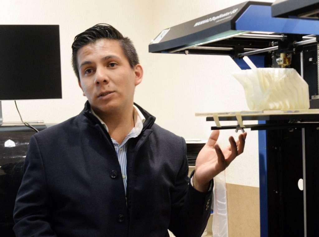 Joven-crea-impresora-para-imprimir-huesos