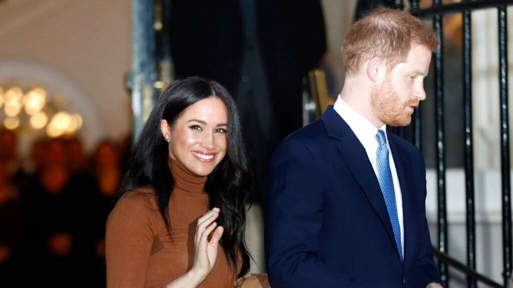 DECISIÓN. El príncipe Harry y Meghan Markle ya no usarán sus títulos reales. Foto: AP