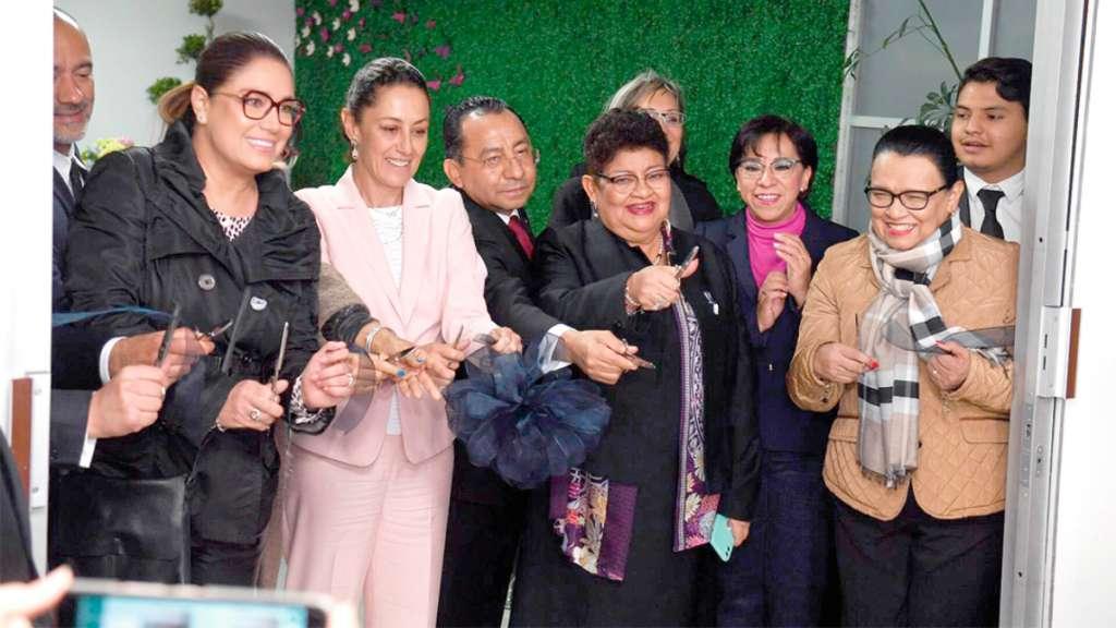 APOYO. Sheinbaum inauguró la Agencia Especializada en Delitos Sexuales como parte de las acciones para combatir la violencia contra las mujeres. Foto: Pablo Salazar Solís