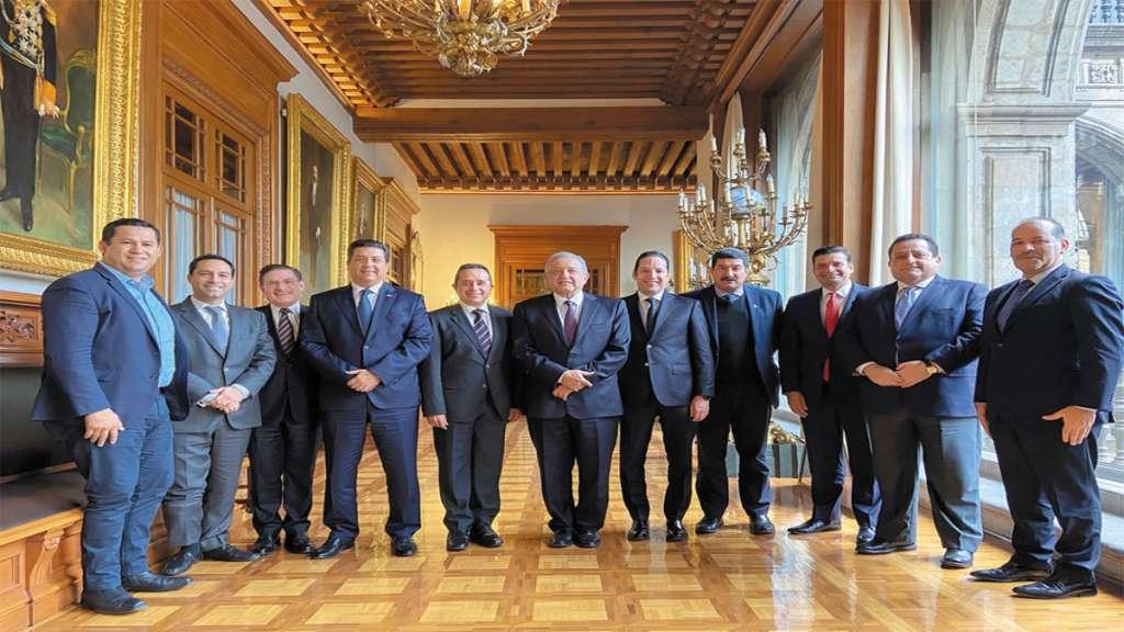 ENTRE COMIDA. La reunión se llevó a cabo en Palacio Nacional. Foto: Especial