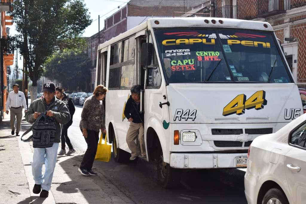 PASO ATRÁS. Camioneros dicen no tener 30 mil pesos para equipo de seguridad. Foto: Agencia Enfoque