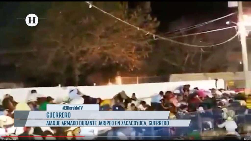 Balacera durante jaripeo causa terror en Guerrero: VIDEO