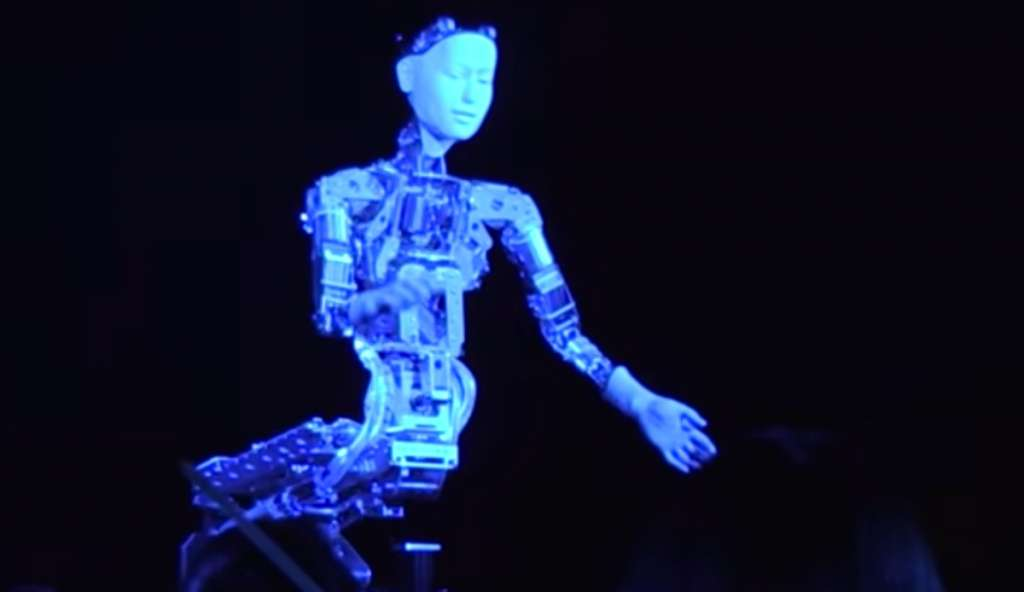Alter-el-androide-dirige-orquesta