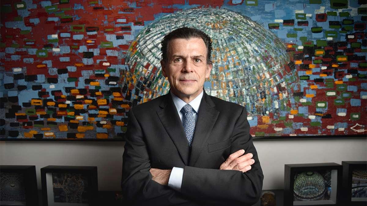 """""""Si me dijeras una sola cosa, lo que necesitamos es crecimiento económico. Este año empezamos a ver otra vez los recortes del PIB"""". José-Oriol Bosch Director General de la BMV. Foto: Daniel Ojeda"""