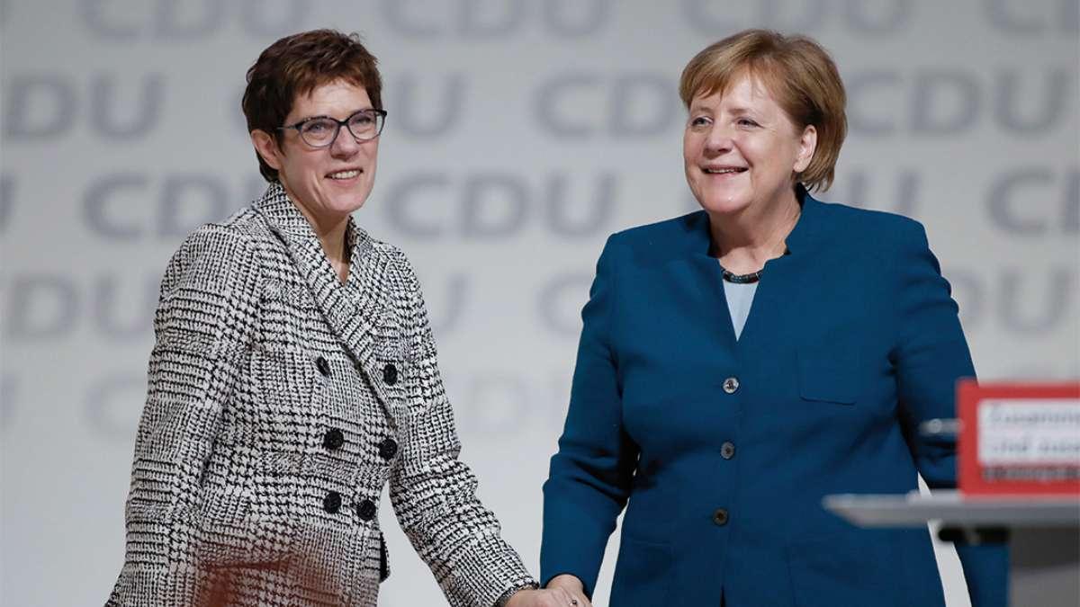 En 2018 Annegret Kramp-Karrenbauer fue elegida sucesora de Merkel. FOTO: AFP