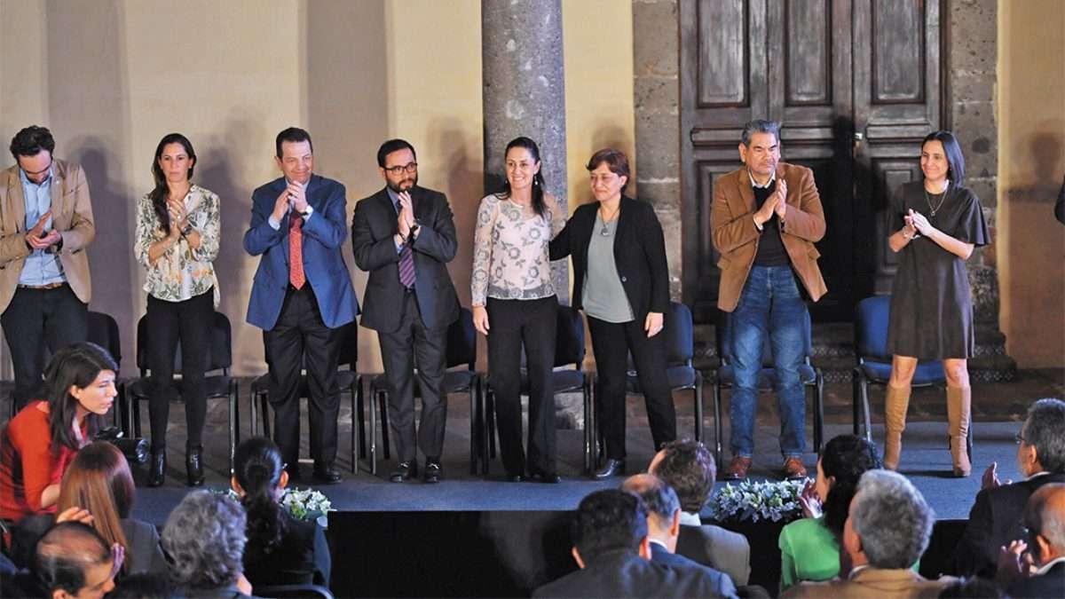 DAN UNA MANO A LA ZONA. La jefa de Gobierno Claudia Sheinbaum dio a conocer el plan de recuperación de Tacubaya, en M. Hidalgo. Foto: Pablo Salazar Solís