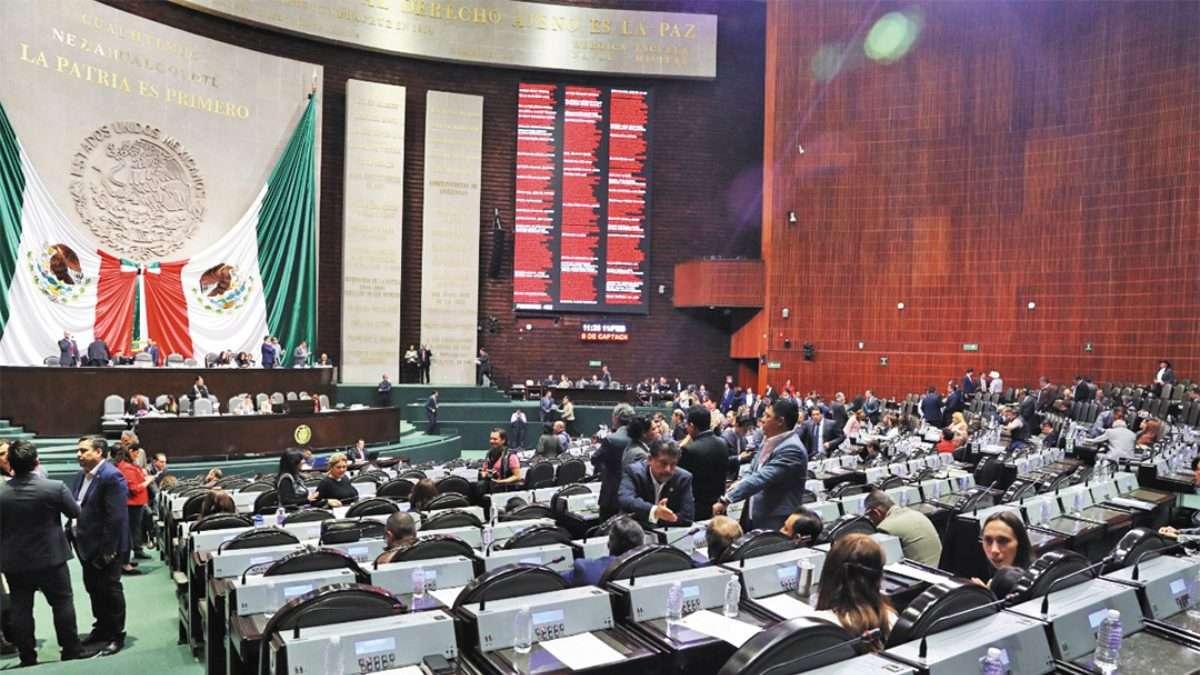 TRABAJO. En sesión ordinaria, se presentaron otras 34 propuestas para reformar leyes. Foto: Especial