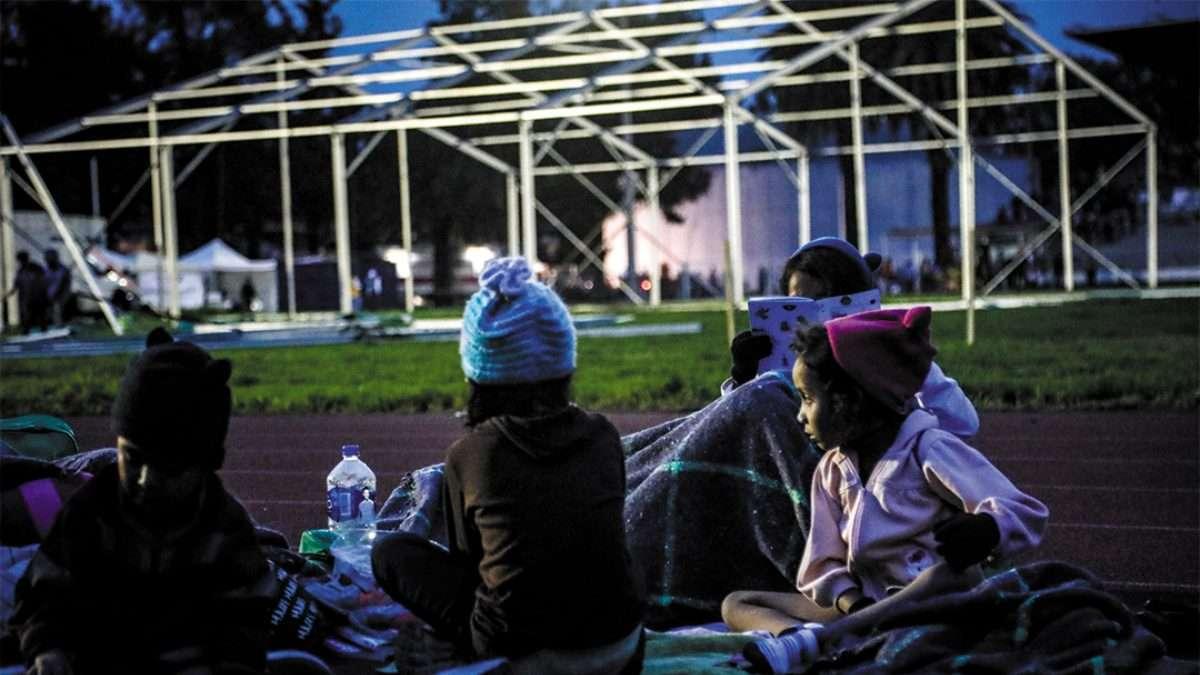 EN EL AIRE. Los padres de familia obtienen su estatus de refugiados, no así los menores. Foto: Nayeli Cruz