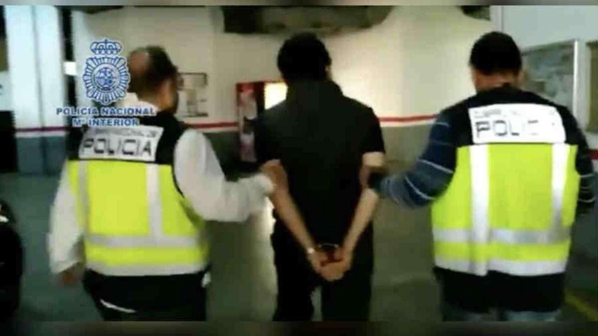 ESTÁ PRESO. La Policía de Málaga, España, difundió un video de la llegada de Lozoya, esposado, a la fiscalía en dicha ciudad. Foto: Especial