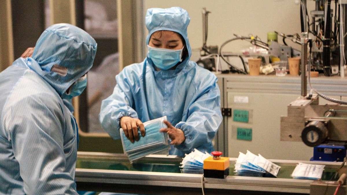 cubrebocas-mascaras-fabricacion-empresas-iphone-produccion-coronavirus-crisis