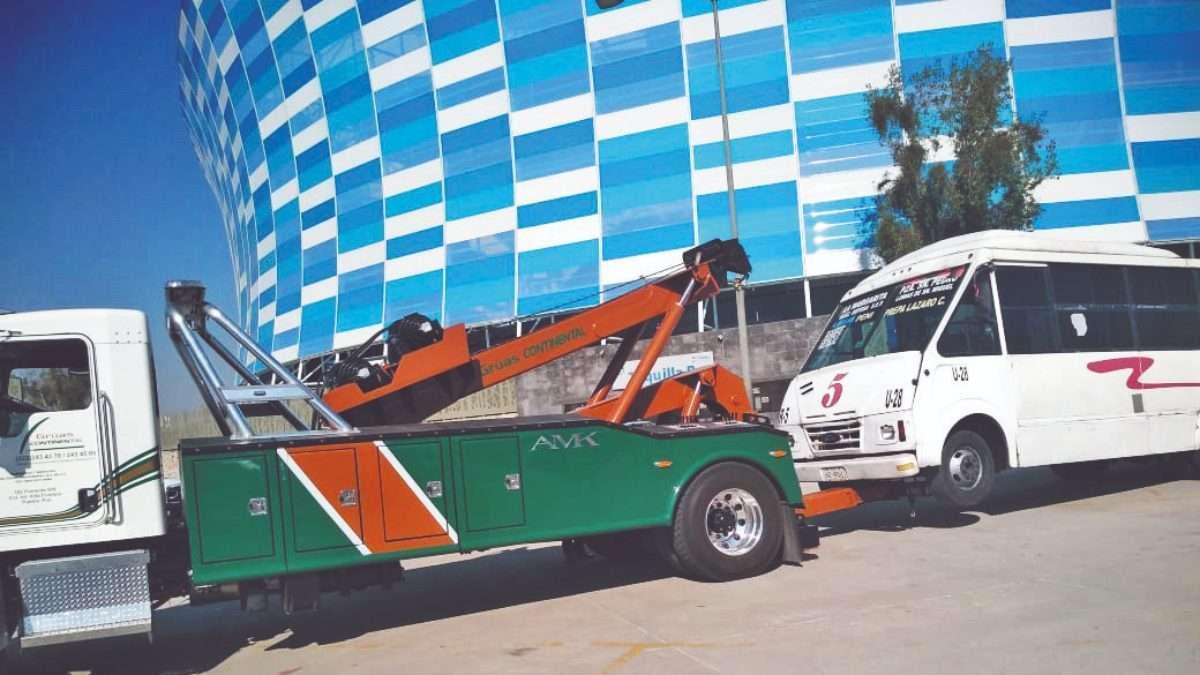 SANCIÓN. Un camión de la ruta 5 fue retirado ayer, por estar en malas condiciones y no tener equipos de seguridad. Foto: Claudia Espinoza