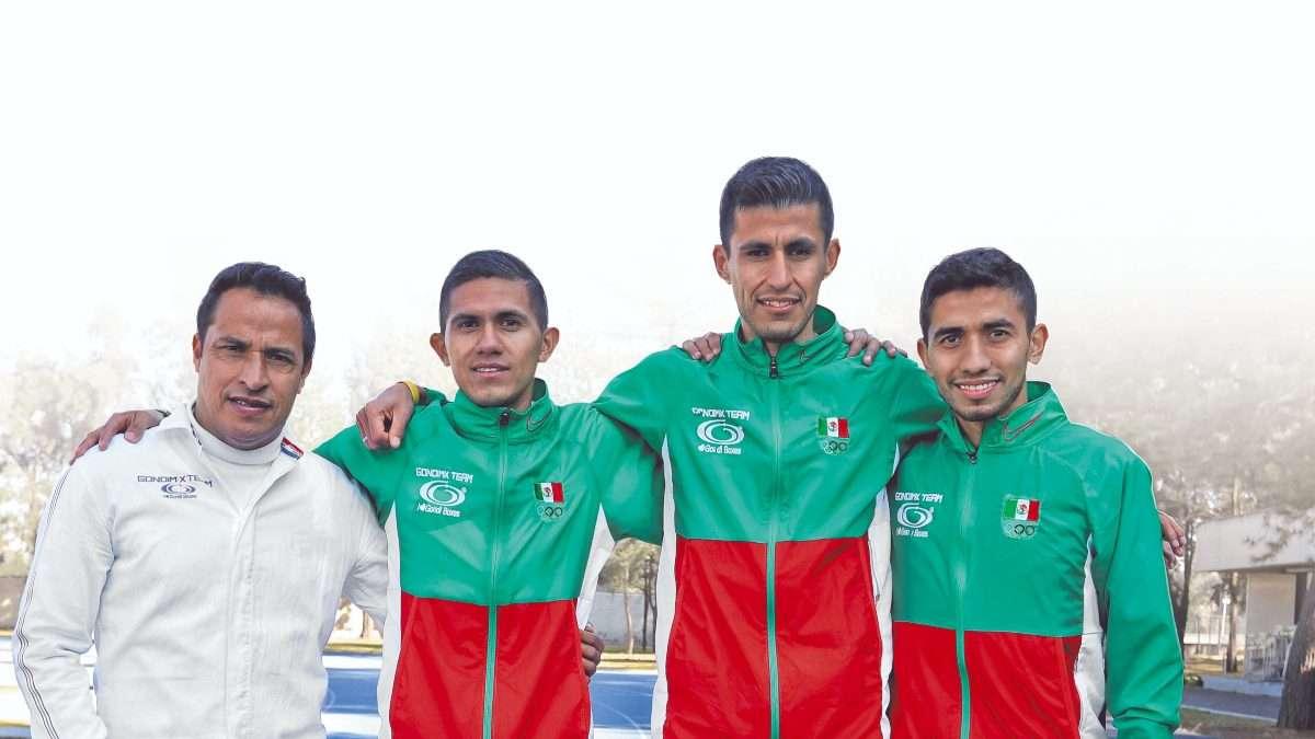 AMIGOS. Enrique Hernández, José Luis Santana, Arturo Esparza y Joel Pacheco. Foto: Víctor Gahbler