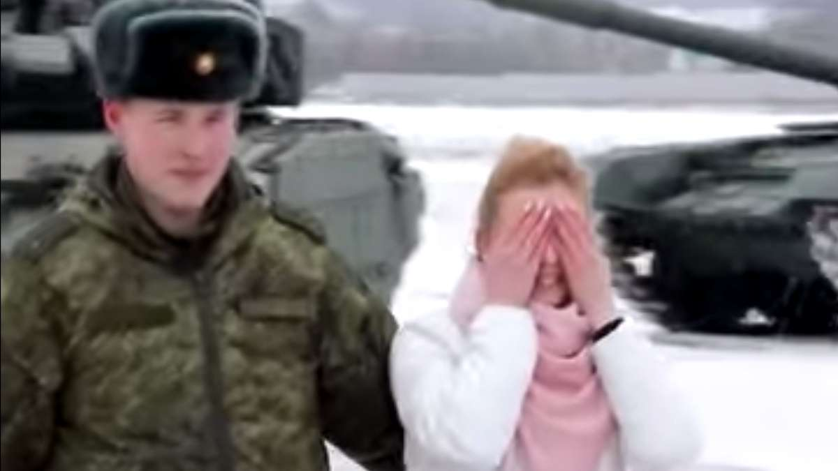 viral-video-militar-pide-matrimonio-con-tanques-de-guerra