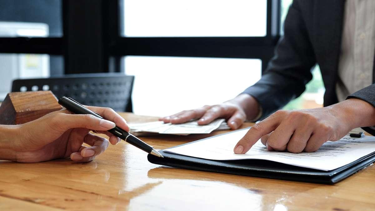 Detalle de la ley. La propuesta establece la creación de un programa de regularización para los contratantes. Foto: Especial