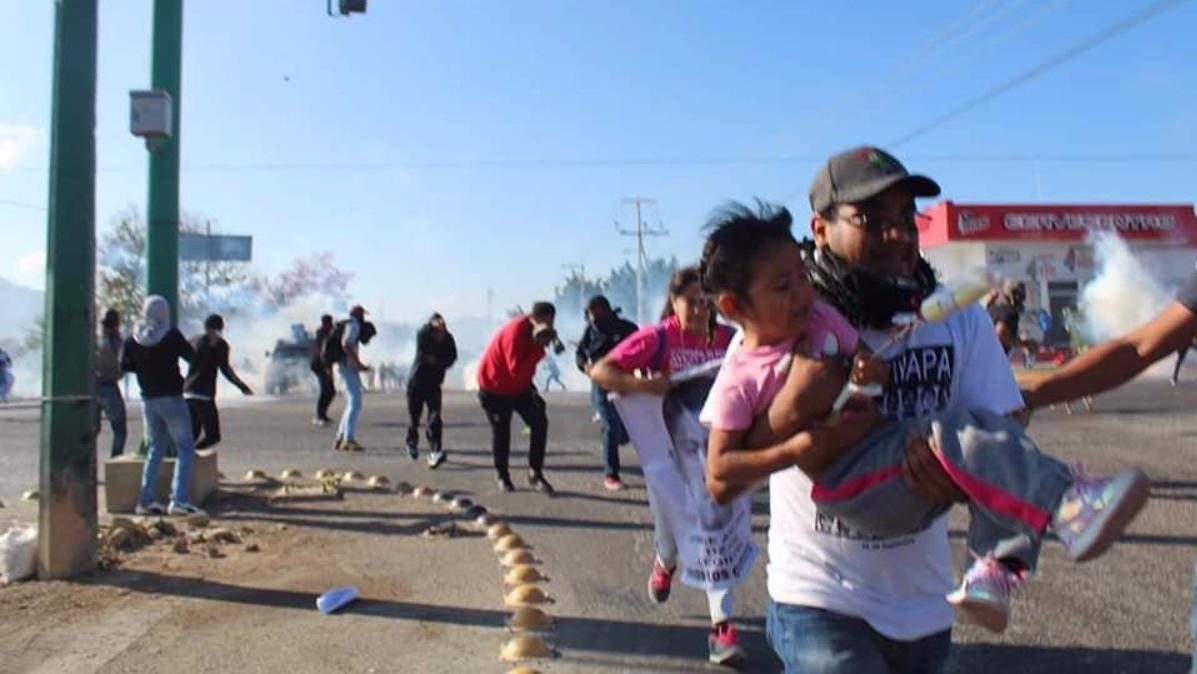 enfrentan-manifestantes-granaderos-chiapas