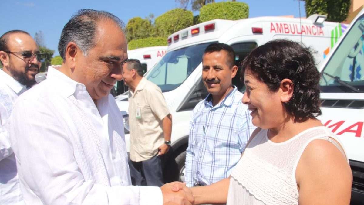 IMPULSO LOCAL.El gobernador ha entregado 67 ambulancias en diversos municipios. Foto: Especial