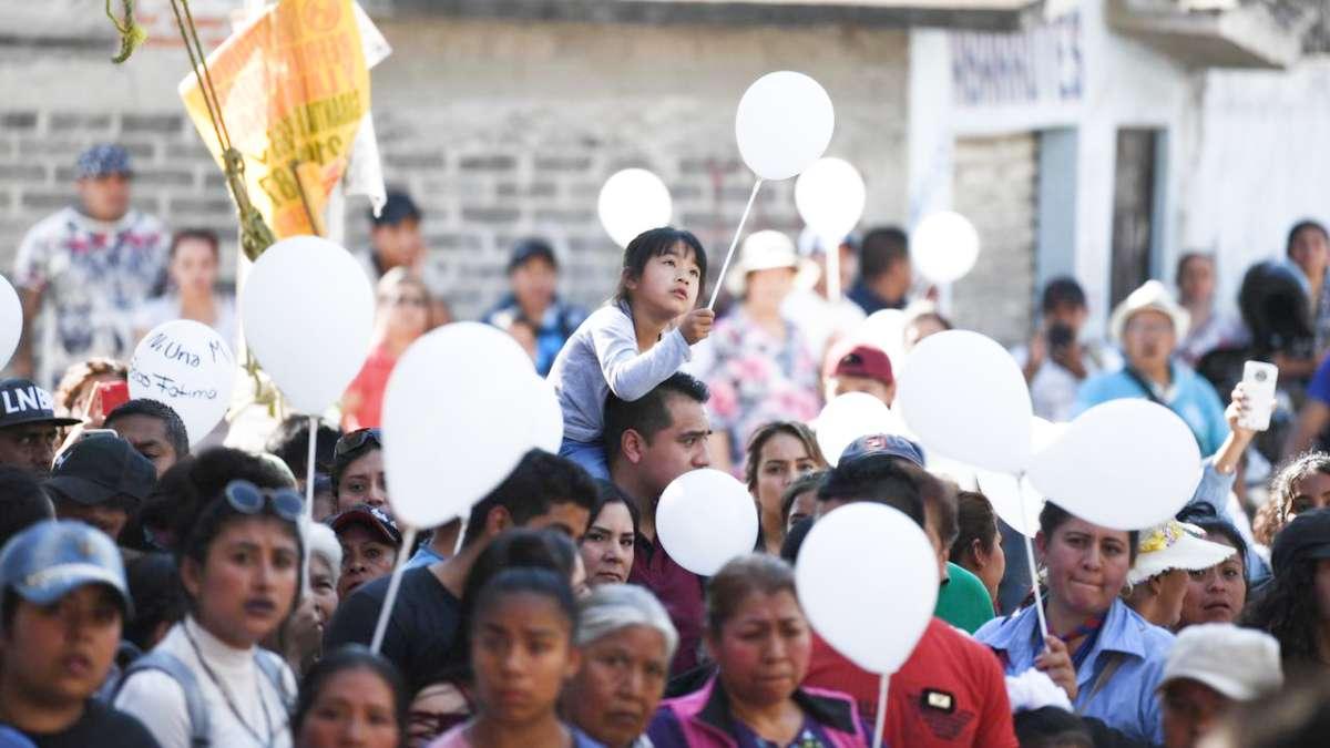 VULNERABLES. Durante las expresiones de solidaridad vistas ayer, no faltaron niñas que pidieron justicia. Foto: Leslie Pérez