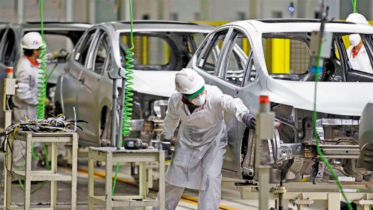AUTOS. Surge interés de las fabricantes de autopartes. Foto: AP