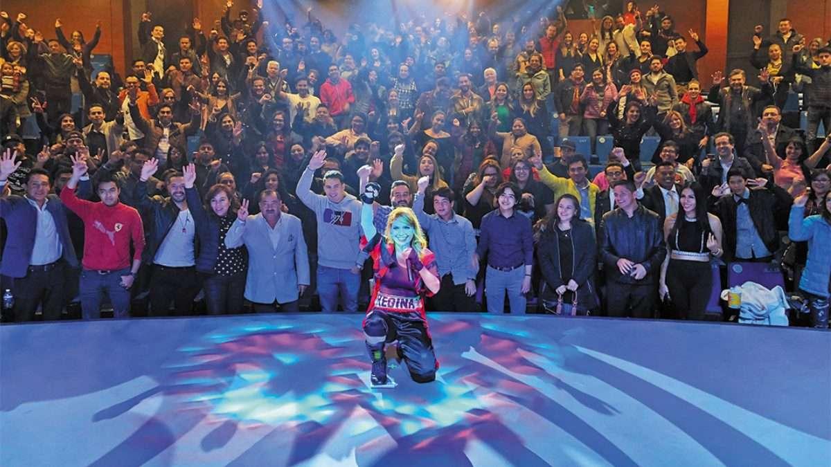 PLAN. Emilio Estefan prepara un documental del último concierto de Jenni. Foto: Especial