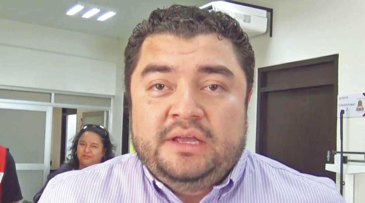 VIVE EN SINGAPUR. Héctor Cabrera entró a EU con visa de turismo y negocios. Foto: José Luis López