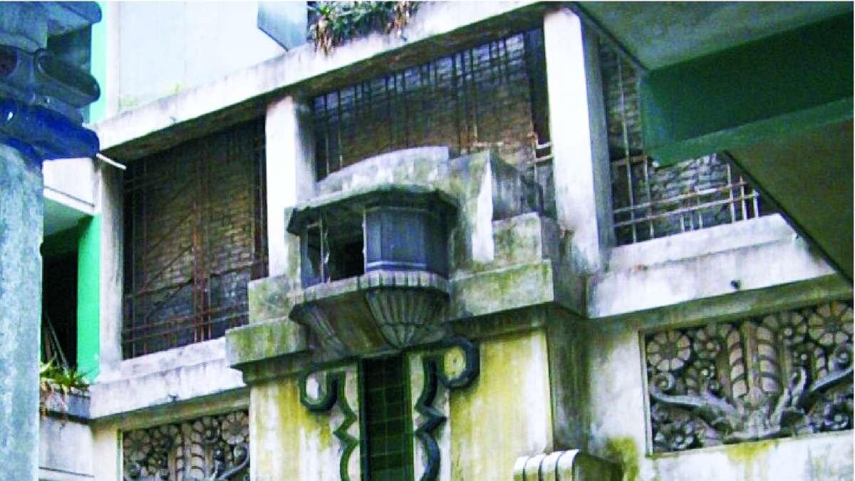 EDIFICIO VICTORIA. En López 44, col. Centro, se conserva éste inmueble habitacional. En la imagen, su patio interior. Foto: Especial