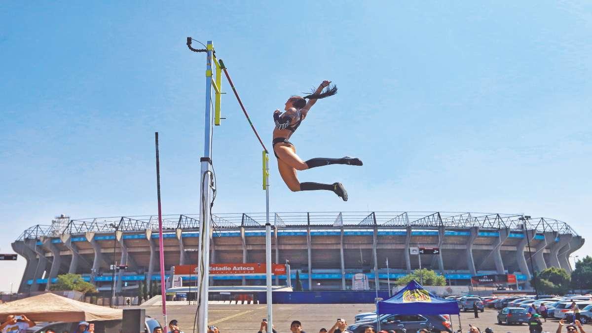 SHOW. Con El Coloso de Santa Úrsula de fondo, los atletas asombraron. Foto: Víctor Gahbler