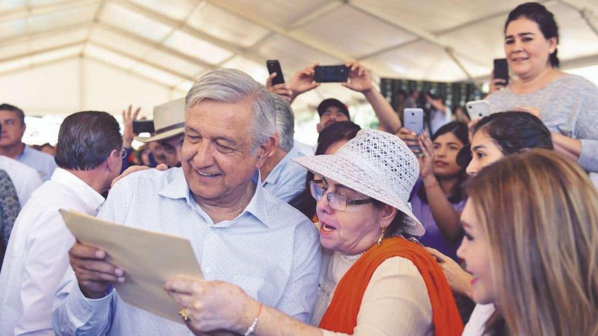 OBRAS. El Presidente inauguró ayer el puente Sahuatenipa, en Las Quebradas, Durango. Foto: Especial
