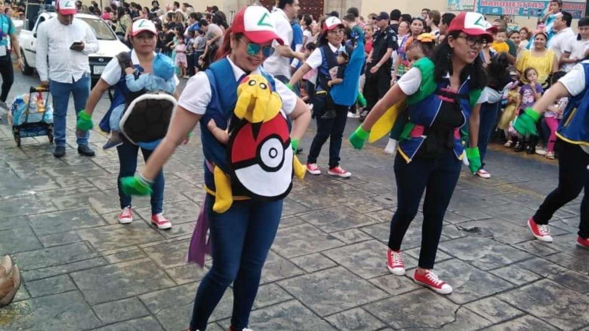 """Mamás """"pokemón"""" causan sensación en Carnaval de Mérida: VIDEO"""