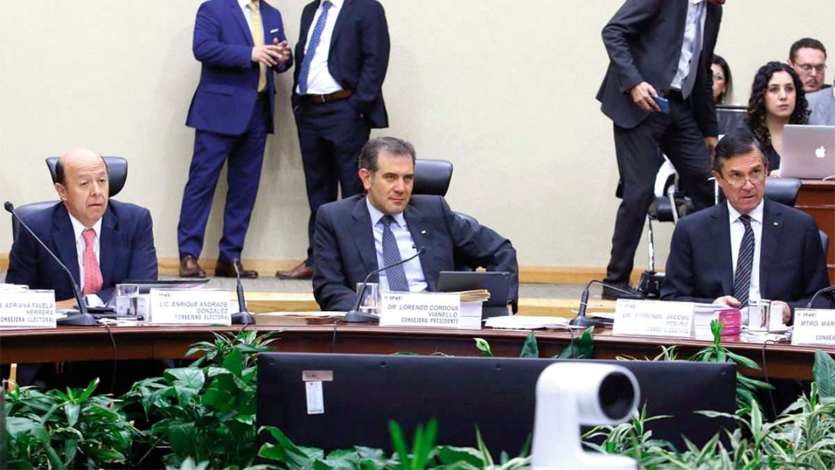 SESIÓN. Lorenzo Córdova, titular del INE, encabeza los trabajos del Consejo General del viernes. Foto: CUARTOSCURO