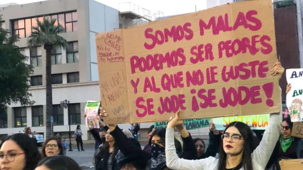 Varios colectivos feministas en Sonora convocaron a una marcha pacifica en el Centro de Hermosillo. Foto: Ana Sánchez