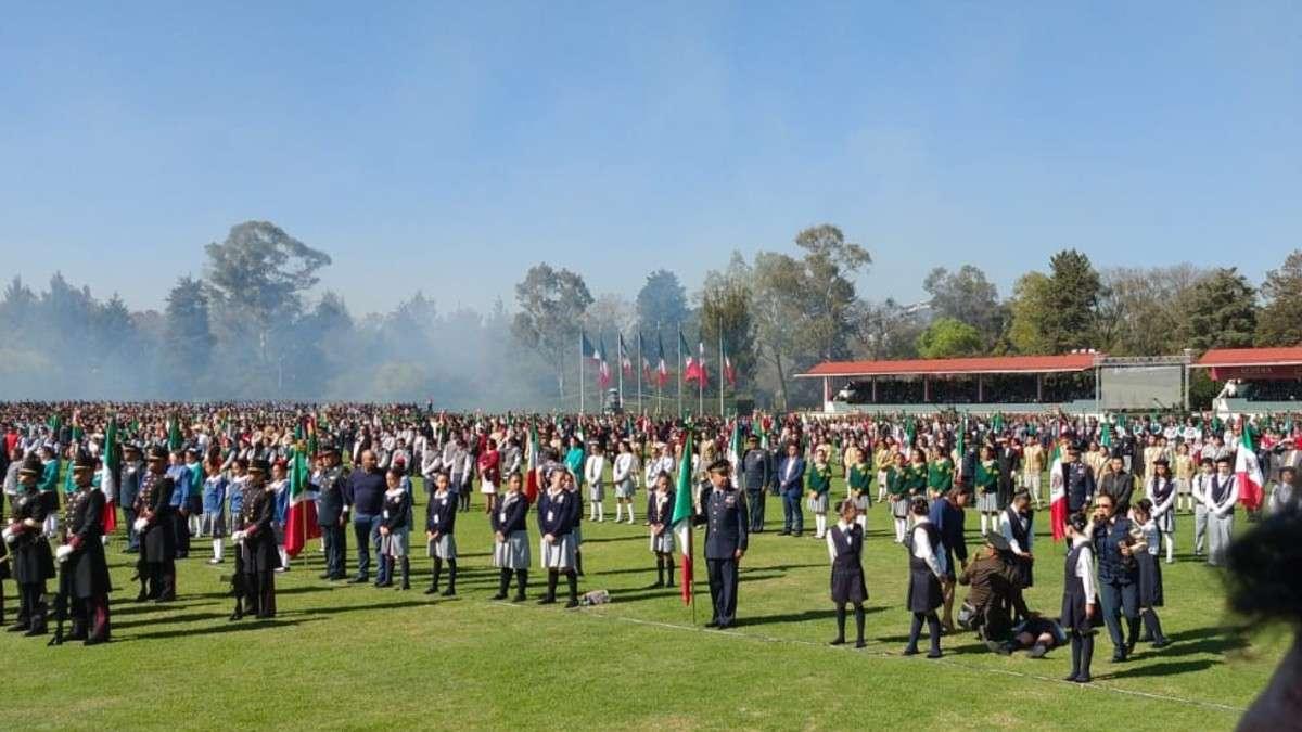 ceremonia-dia-bandera-campo-marte-escoltas-escolares-ejercito-desmayos-desvanecen