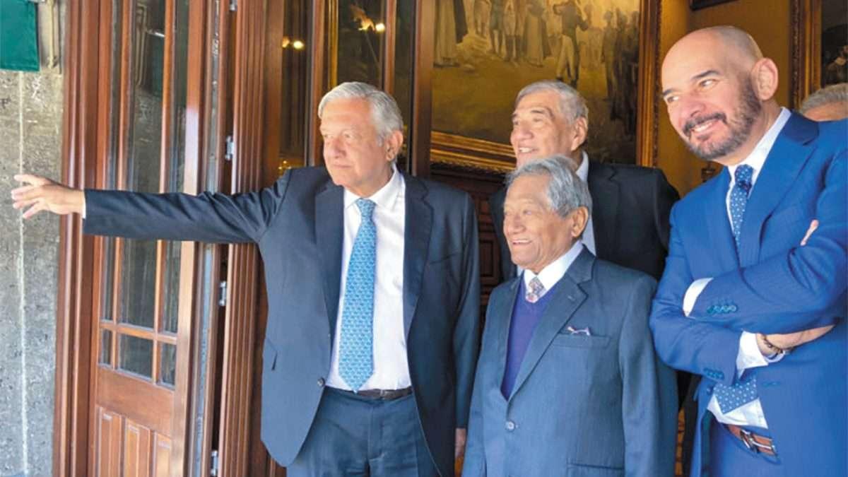 ENCUENTRO. López Obrador, Manzanero y Urieta se reunieron ayer. Foto: Especial