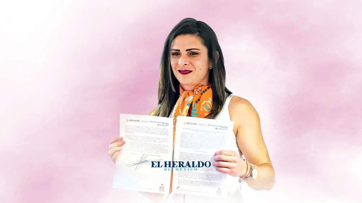 APOYO. Junto a Ana estuvo la secretaria de la Función Pública, Irma E. Sandoval. Foto: Pablo Salazar Solís