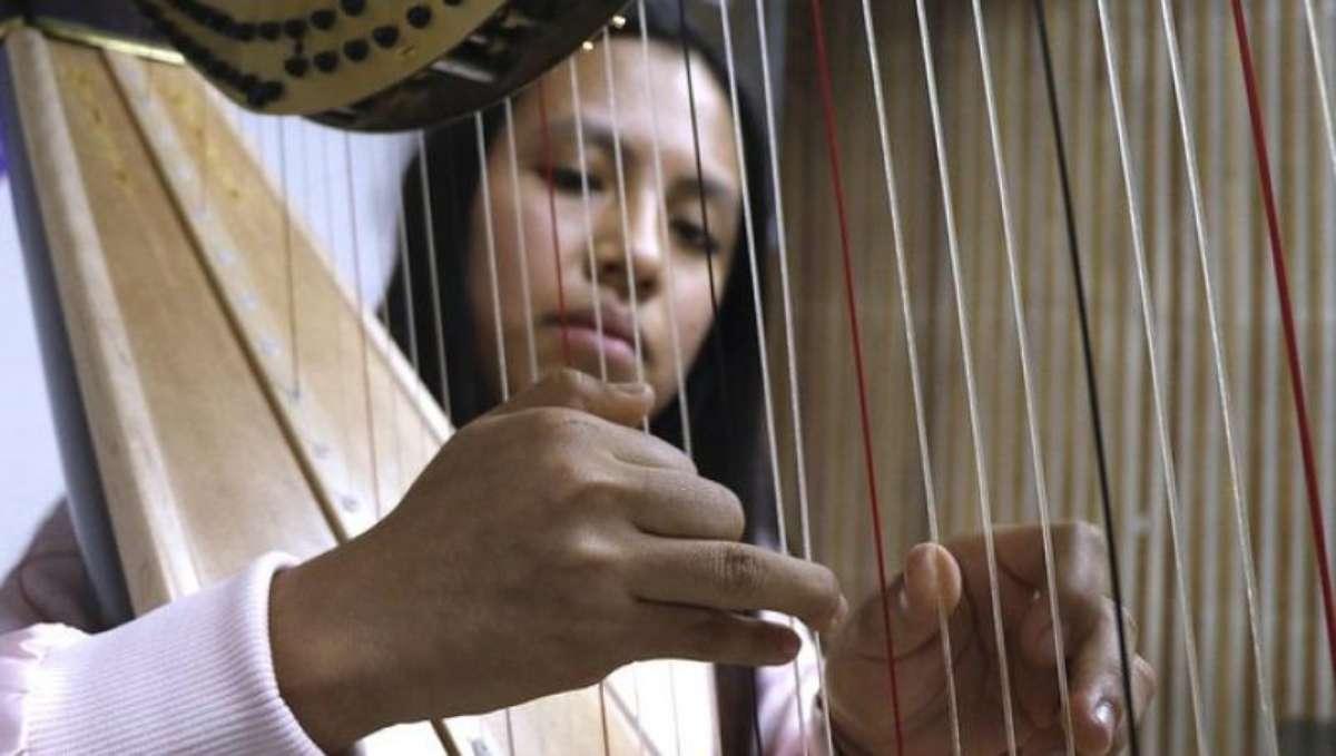 ¡De Nezahualcóyotl para el mundo! Niña arpista brindará concierto en Nueva York: VIDEO