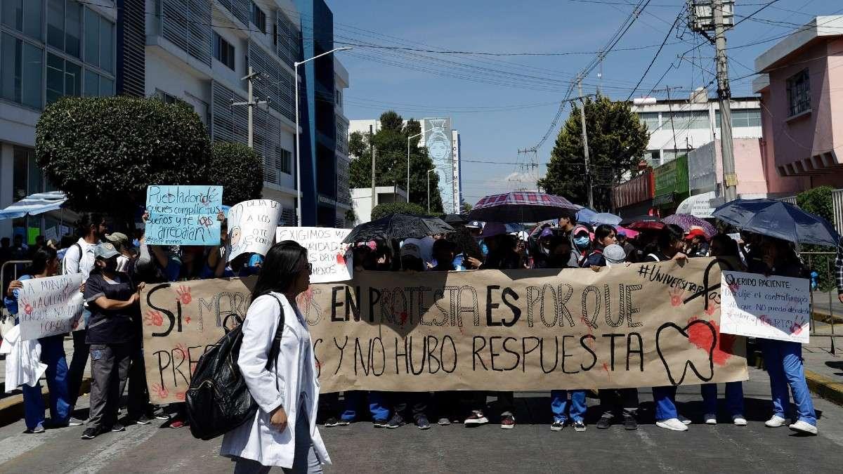 marcha-universitarios-puebla-estudiantes-buap-medicina-jovenes-justicia-seguridad