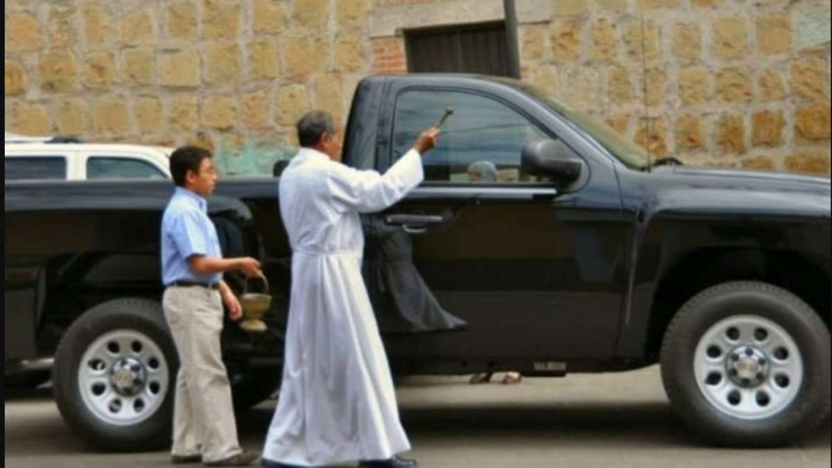Contra robos y accidentes bendicen autos en el Santuario del Señor de Chalma