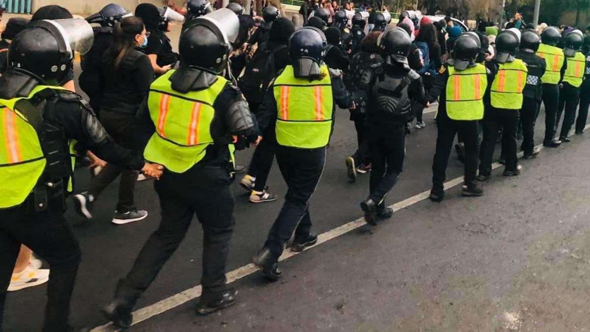 ateneas mujeres policias marcha dia internacional de la mujer