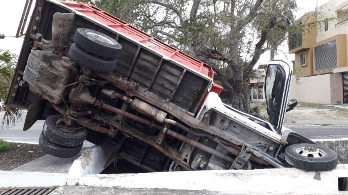 Cae_dren_pluvial_evitar_accidente_Tampico