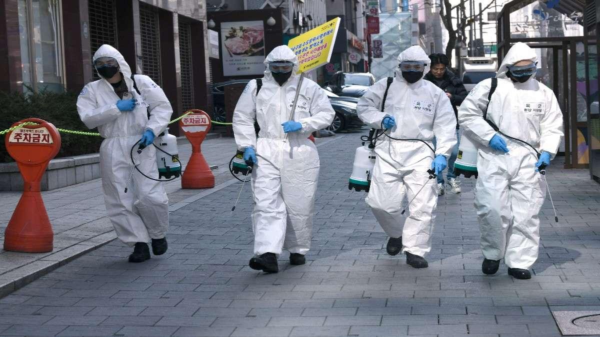 Maria Van Kherkove de la OMS explica sobre los supuestos casos de doble infección. Foto: AFP.