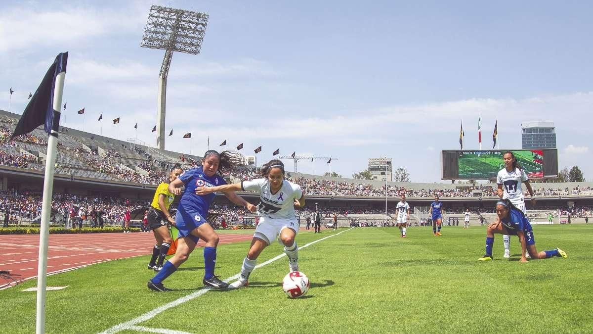 INTERÉS. El inmueble olímpico fue testigo del partido inaugural ante una buena entrada. Foto: Mexsport