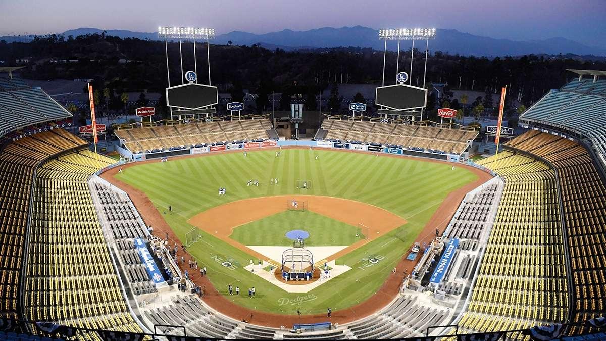 DESOLADO. Así luce el Dodger Stadium, donde está en vilo si se celebrará el Juego de Estrellas FOTO: AP